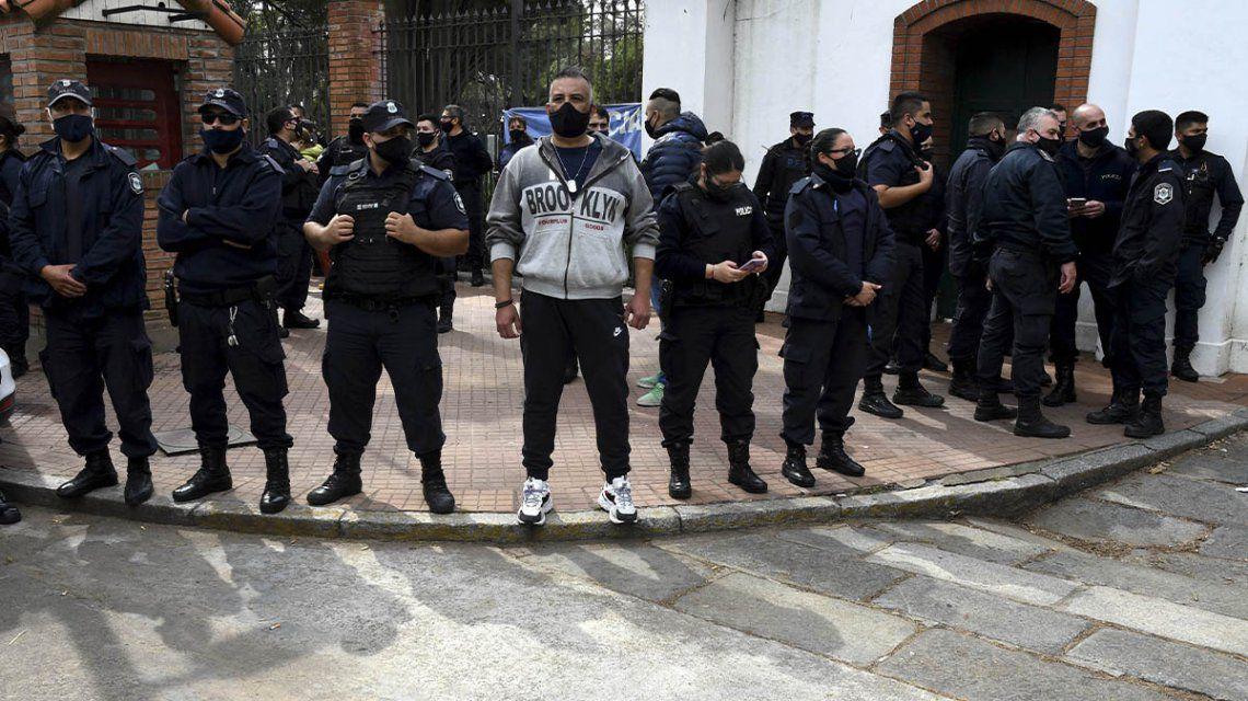 EL PRESIDENTE INVITÓ A LOS POLICÍAS Y LO RECHAZARON